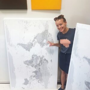 Höchste-Weltkarte-Pinnwand-Grau-Weiß-Wand