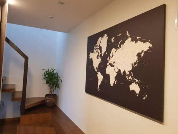 Karte-der-Welt-Pinnwand-Braun