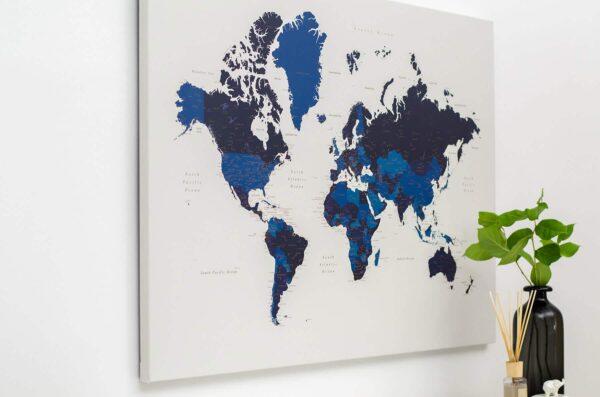 Pinnwand-Weltkarte-mit-stecknadeln-Blau