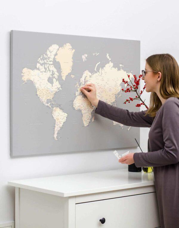 Pinnwand-Weltkarten-Grau-Cremefarben