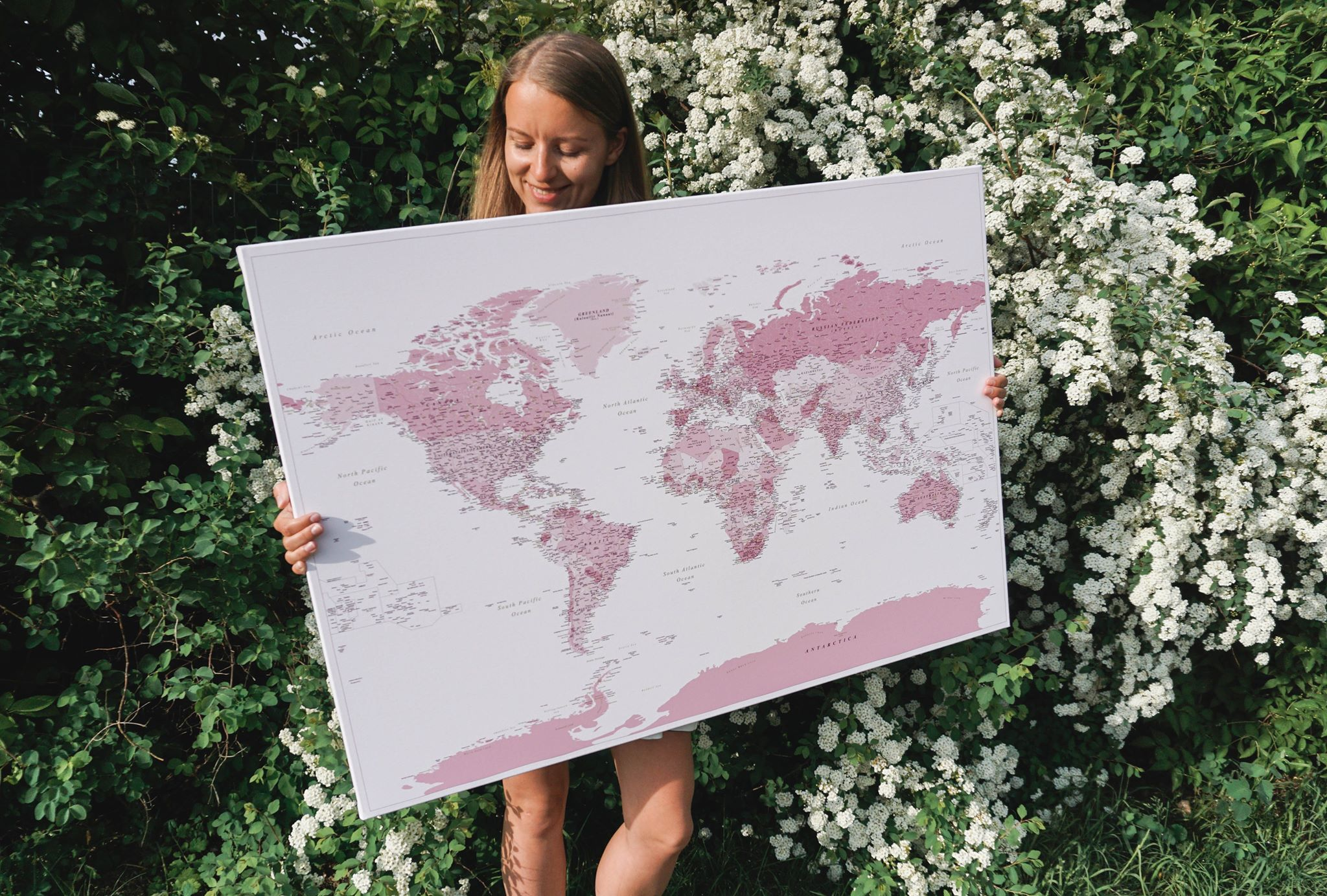 Pinnwand-Weltkarten-Leinwand-rosa