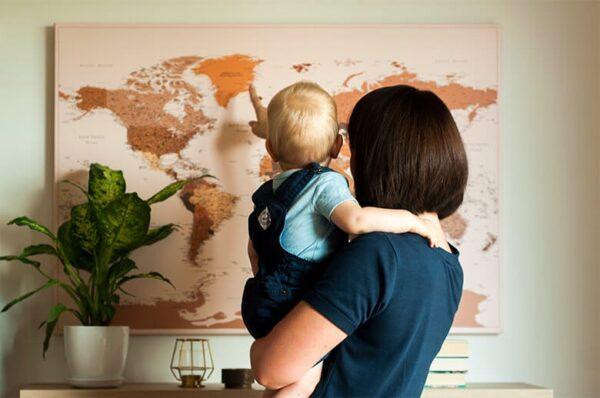 Pinnwand-Weltkarten-braun