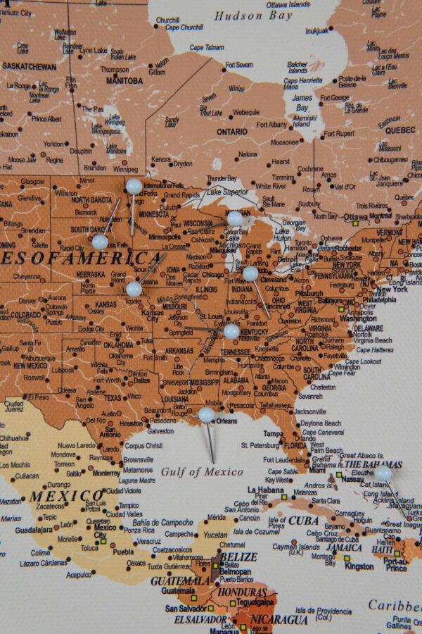 Welt Pinnwand Karte – Braun (Detailliert)