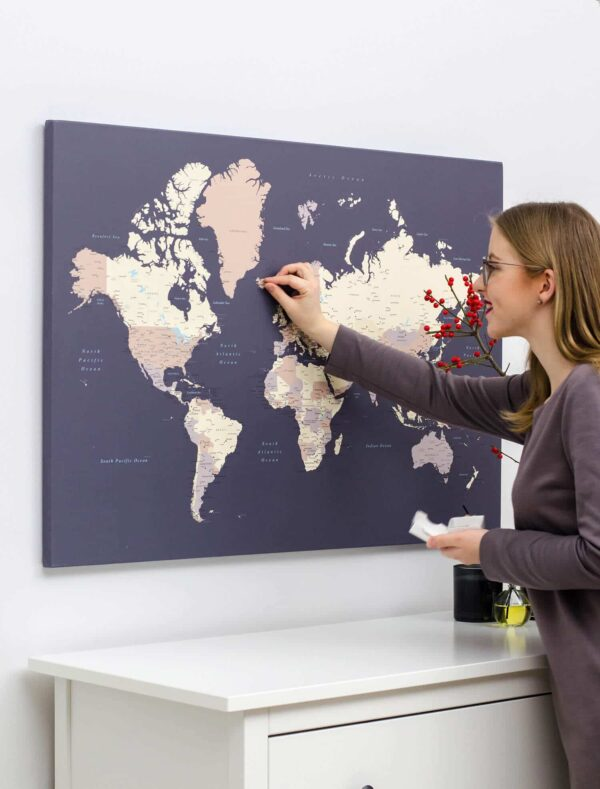 WeltKarte-Pinnwand-Leinwandbild-zum-pinne-Lila