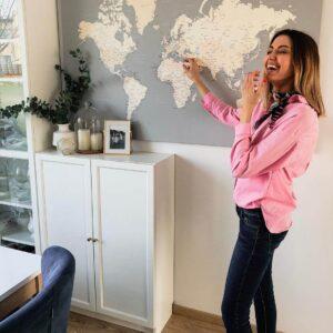 reisekarte-mit Stecknadeln-grau-cremefarben