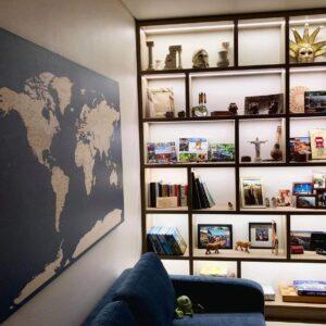 Wandkarte-Dekoration-weltkarte-blau-tripmapworld