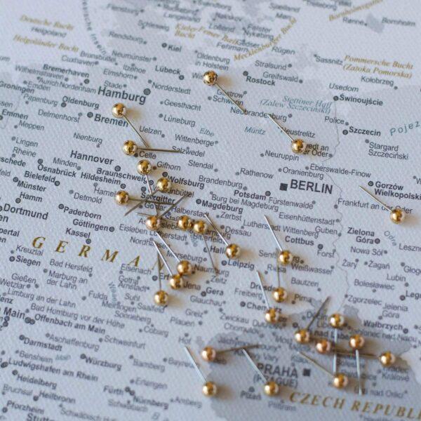 deautschland-PINNWAND-EUROPAKARTEN-mit-stecknadelfarbe-grau