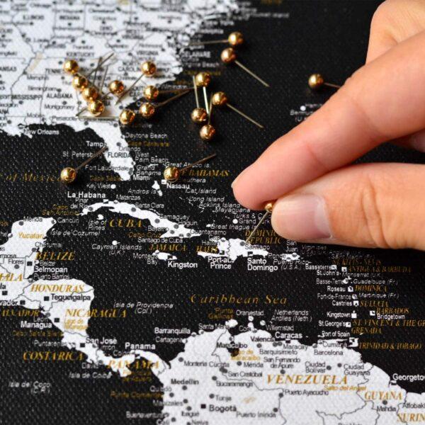 Pinnwand-Weltkarten-mit-stecknadeln-schwarz