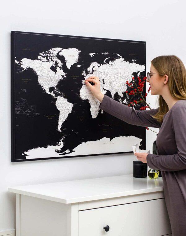 Schwarze-Pinnwand-Weltkarte