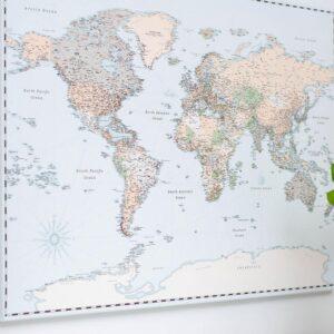 Welt-Pinnwand-Karte-Retro-hellblau-Detailliert