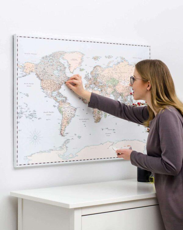 retro-Reise-Weltkarte-mit-Stecknadeln-tripmap