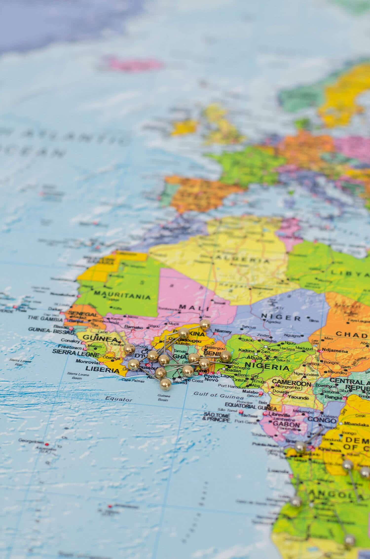 Welt-Pinnwand-Karte-Politisch-Detailliert