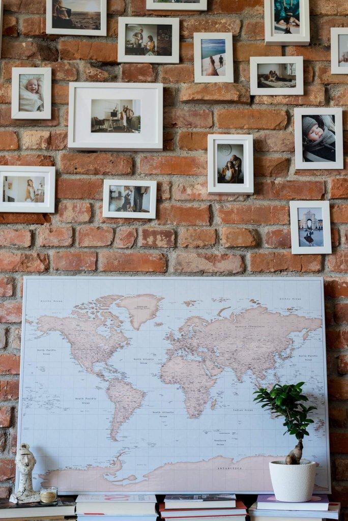 einrichtungsidee-Pinnwand-Weltkarte-Vintage-hellblau-braun-intere