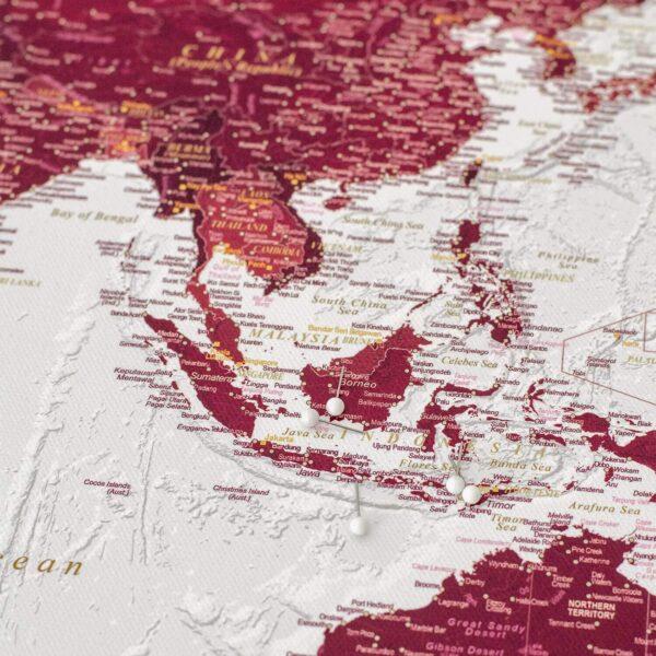 Detailliert-Pinnwand-Weltkarte-Burgunderrot