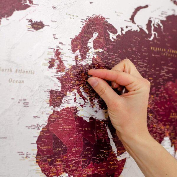 Detailliert-Pinnwand-Weltkarten-Burgunderrot