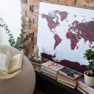 wand-Leinwand-Weltkarte-Pinnwand-burgund-kolorit