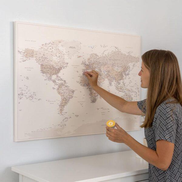 Wüstensand-Pinnwand-Weltkarte-Detailliert
