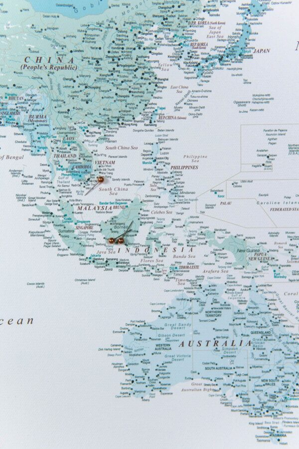 Pinnwand-Weltkarte-Bild-himmelblau