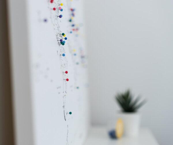 tripmapworld-Weiß-Gerahmt-Kunstdruck-Pinnwand-mit-pins