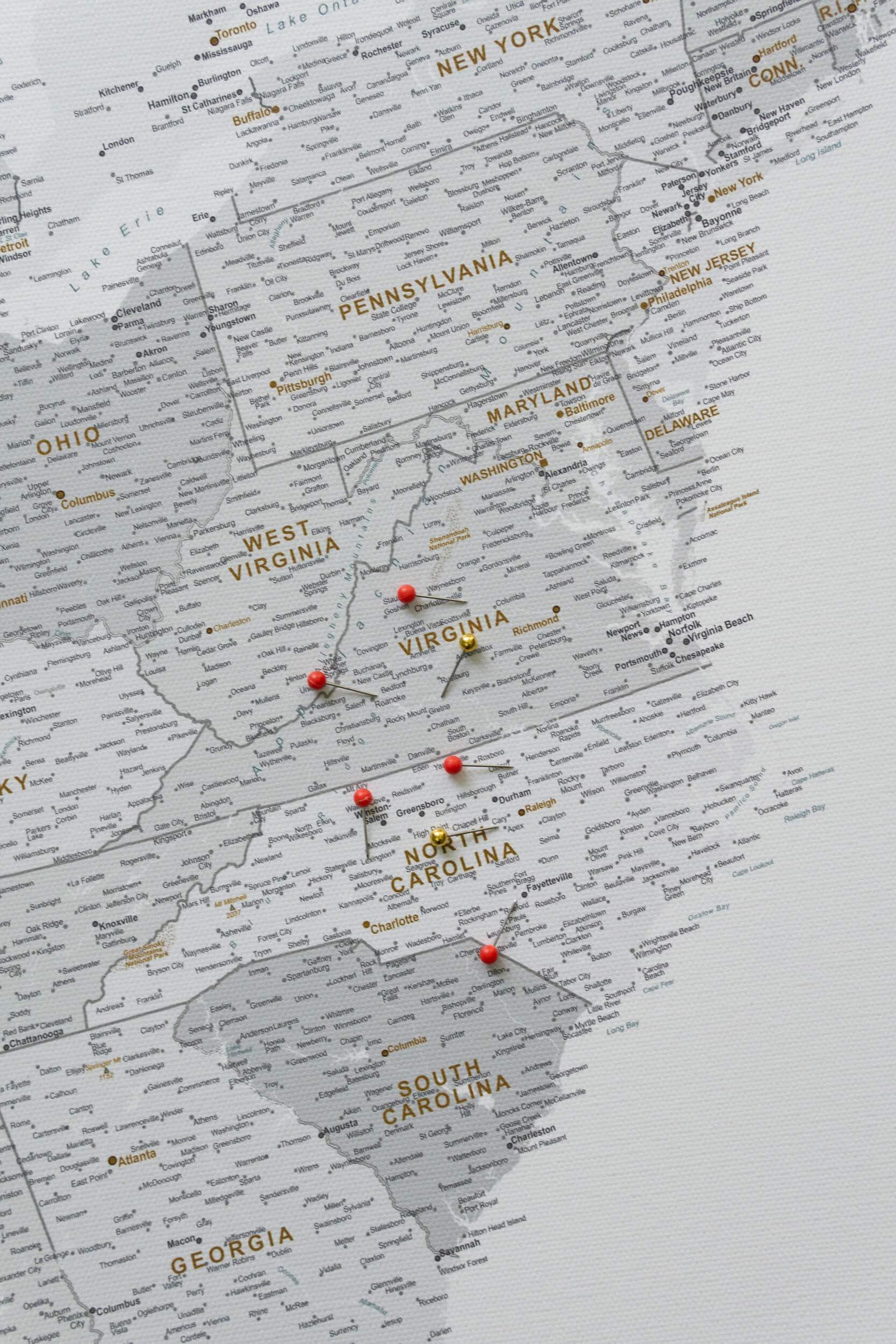 Pinnwand USA Karte Grau Weiß mit pins