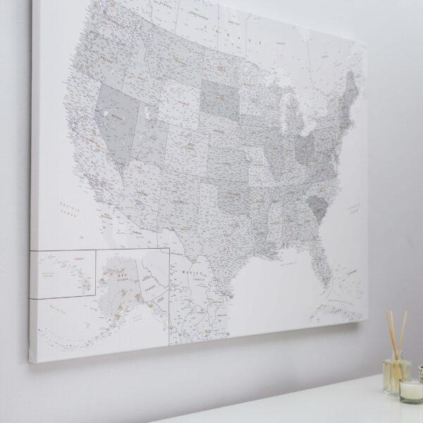 USA Karte Pinnwand Grau Weiß Detailliert